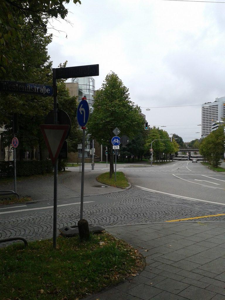 Die Westendstraße an ihrem Knick nach Südwesten